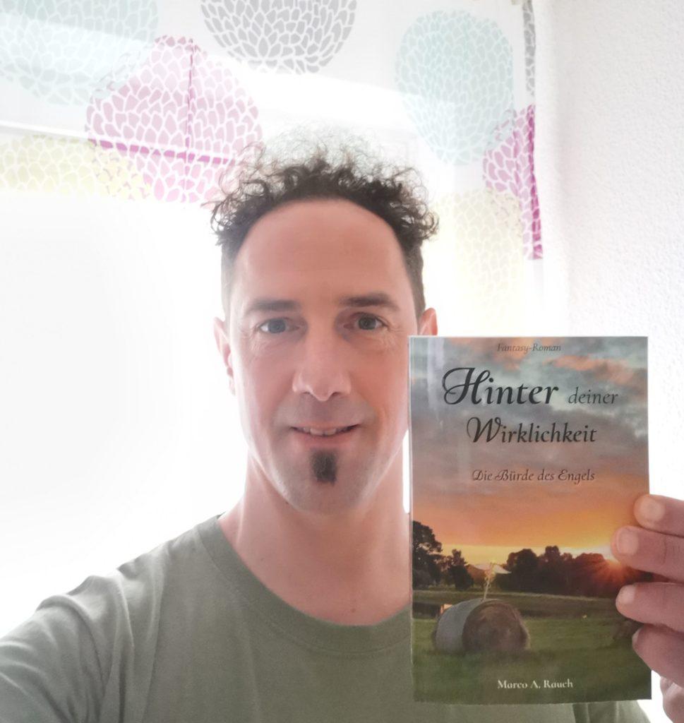 Marco A. Rauch hält seinen ersten Roman in Händen. Dieses Gefühl ist ...